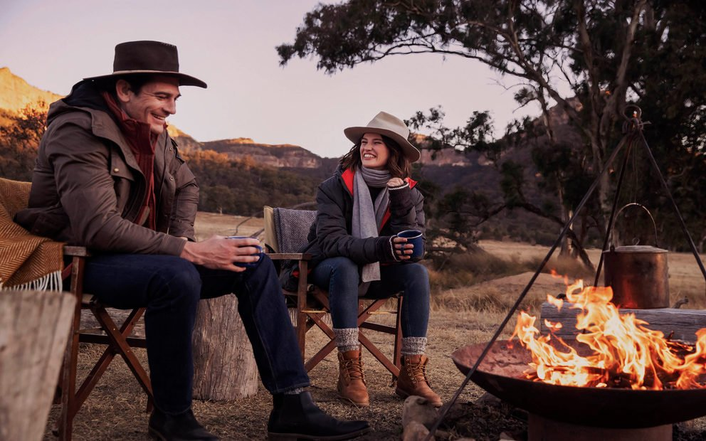 Wolgan_valley-lifestyle-stargazing-campfire-couple-1